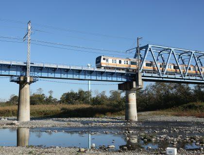 鉄橋を渡る五日市線