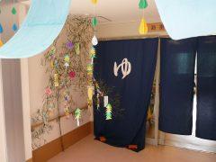 浴室前渡り廊下に七夕を飾りました
