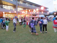 納涼祭は施設中庭で行います。