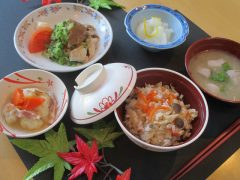 変わりご飯の日(しめじご飯)